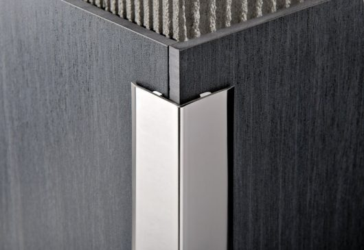 Угол из латуни хромированной 10*10 мм.